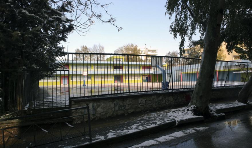 Αμφιλοχία: Μαθητής στο νοσοκομείο από υπερκατανάλωση αλκοόλ σε κατάληψη- Συνελήφθη ο πατέρας