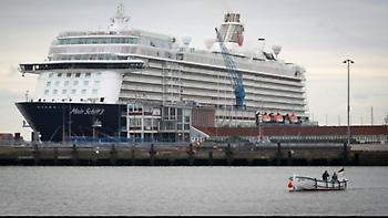 Στο λιμάνι του Πειραιά κατέπλευσε το «Mein Schiff 6», μέλη του πληρώματος του οποίου βρέθηκαν θετικά