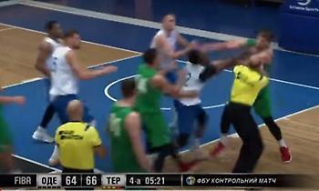 Χοντρό ξύλο σε φιλικό αγώνα μπάσκετ στην Ουκρανία (video)