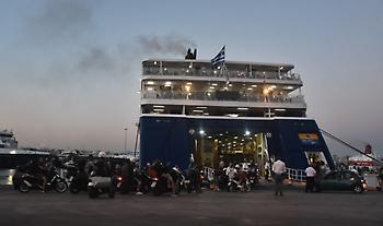 Κατέπλευσε στο Λαύριο πλοίο με μετανάστες και πρόσφυγες από νησιά του Αν. Αιγαίου