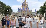 Η Walt Disney απολύει 28.000 εργαζομένους στα θεματικά της πάρκα