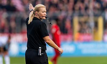 Αποσύρθηκε η πρώτη Γερμανίδα διαιτητής που σφύριξε στην Bundesliga