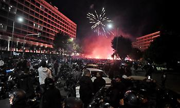 ΠΑΟΚ: Ντόπες των οπαδών στο ξενοδοχείο και κατά την αναχώρηση πριν τη Κράσνονταρ