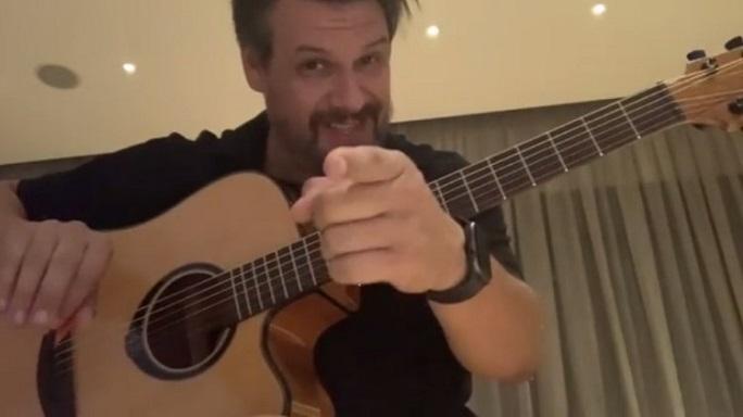 Πάνος Κιάμος: «Προκαλεί» τον Μάρκο Σεφερλή στο Instagram! (video)