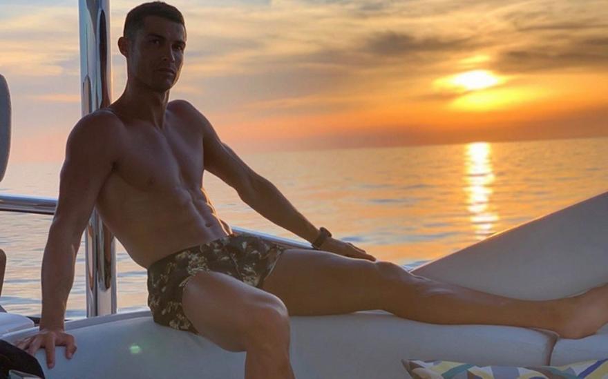 Κριστιάνο Ρονάλντο: «Κάντε ηλιοθεραπεία, βοηθάει κατά του κορωνοϊού»