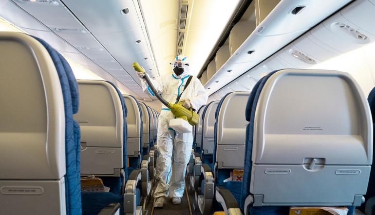 Κορωνοϊός και ταξίδια: Τι γίνεται όταν βήξει κάποιος σε αεροπλάνο