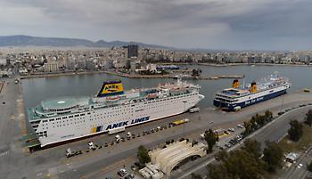 Κορωνοϊός: Στον Πειραιά το πλοίο με 24 Γάλλους μαθητές και τη συνοδό τους που βρέθηκε θετική