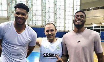 Γιάννης και Θανάσης Αντετοκούνμπο κοντά στην ομάδα μπάσκετ του Παναθηναϊκού με αμαξίδιο (photos)