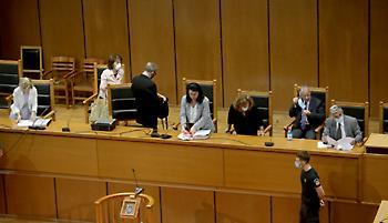 Στον απόηχο της παρέμβασης της Προέδρου κατά της εισαγγελέως συνεχίζεται η δίκη της ΧΑ