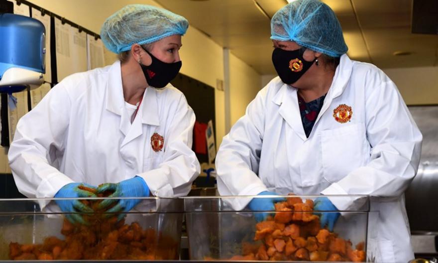Μάντσεστερ Γιουνάιτεντ: Δίνει 5.000 γεύματα σε σχολεία