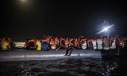 Μάγχη: Τέσσερις νεκροί, ανάμεσα τους δύο παιδιά 5 και 8 ετών, σε ναυάγιο σκάφους μεταναστών