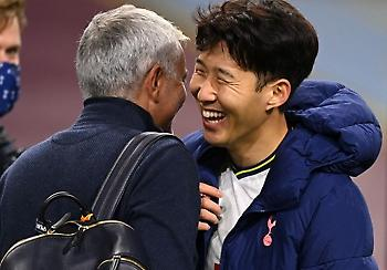 Ο Μουρίνιο «έκραξε» τους παίκτες του όταν όλοι κοιτούσαν τα κινητά τους (pic)