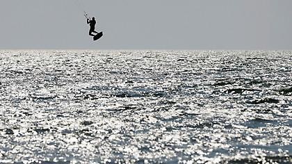 Τραγωδία στη Ρόδο: Νεκροί 2 kitesurfers