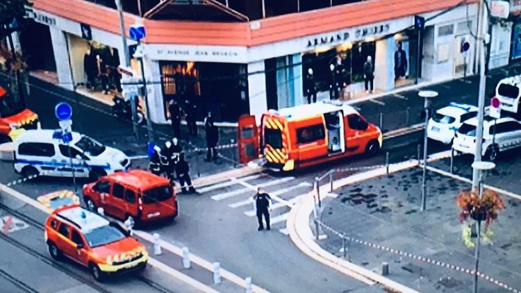 Επίθεση στη Γαλλία: 2 νεκροί,  Αποκεφαλίστηκε 1 από τα θύματα