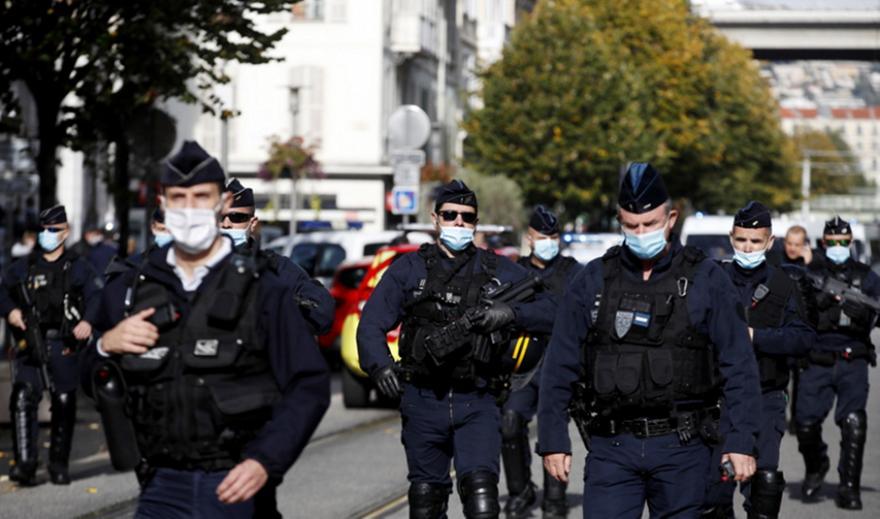 Γαλλία: Η αστυνομία σκότωσε ένοπλο στην Αβινιόν που φώναζε «Αλάχου Άκ