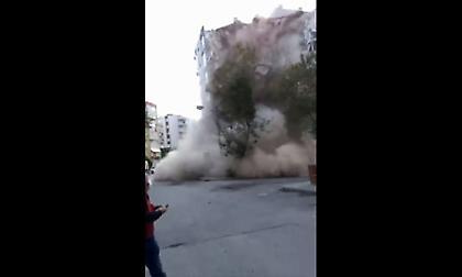 Σεισμός: Η στιγμή που πέφτει πολυκατοικία στην Τουρκία (video)