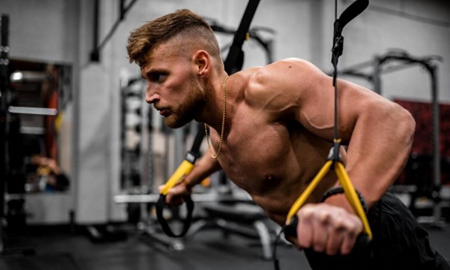 Η προπόνηση των πεζοναυτών που έγινε παγκόσμια τάση στη γυμναστική