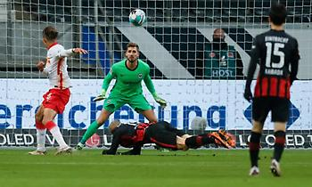 Έπαιξε… μπάλα η παράδοση στην Φρανκφούρτη