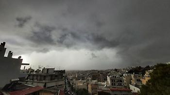 Καιρός: Βροχές, θυελλώδεις άνεμοι και πτώση της θερμοκρασίας