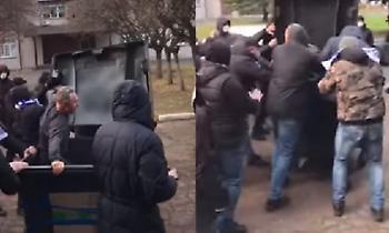 Οπαδοί της Ντέσνα πέταξαν σε… κάδο τον διευθυντή του γηπέδου (video)