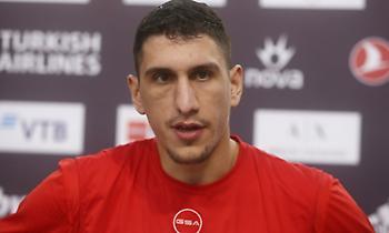 Λαρεντζάκης: «Ιδιαίτερο ματς, έχουμε καιρό να παίξουμε»