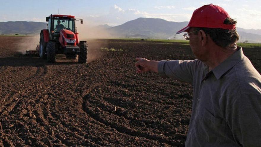 Επιστρεπτέα προκαταβολή 1.000 ευρώ για τους αγρότες - Οι δικαιούχοι