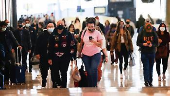Εκατομμύρια Αμερικανοί ταξιδεύουν για τη γιορτή των Ευχαριστιών εν μέσω πανδημίας