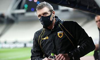 Καρέρα σε παίκτες: «Ψηλά το κεφάλι και συνεχίζουμε, το ποδόσφαιρο έχει και δύσκολα βράδια»
