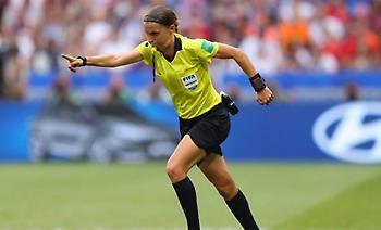 Φραπάρ, η πρώτη γυναίκα διαιτητής στο Champions League