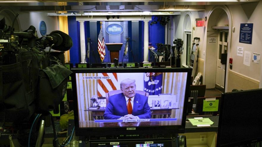 Παραπομπή Τραμπ: Ποιoς θα τον υπερασπιστεί στη δίκη
