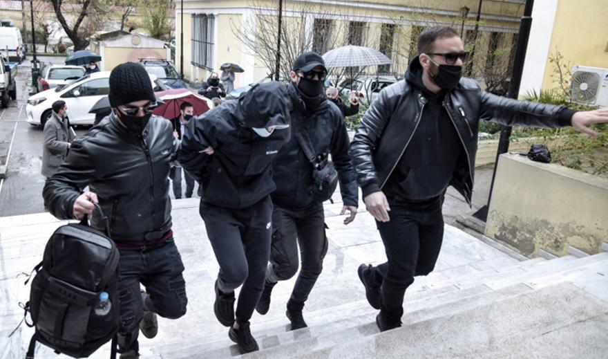 Άγρια επίθεση σε σταθμάρχη: Θα απολογηθούν την Τρίτη τα 2 αδέρφια