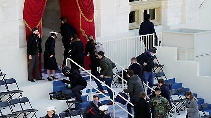 Συναγερμός στο Καπιτώλιο - Σε αποκλεισμό εξαιτίας «εξωτερικής απειλής ασφαλείας»