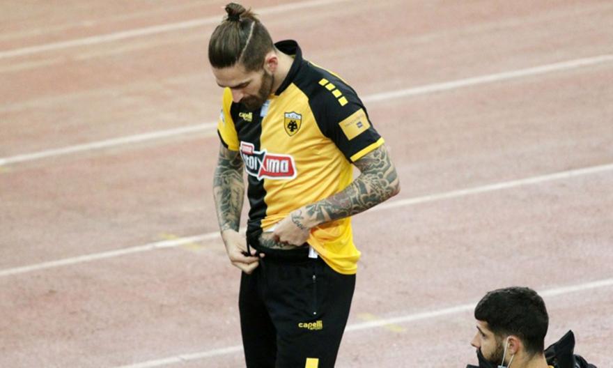Τσακίρης: «Παράλογο να συνεχίσει να παίζει ο Λιβάγια στην ΑΕΚ»