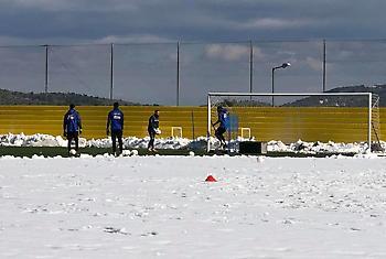 Προπόνηση στα χιόνια για την ΑΕΚ (pics)