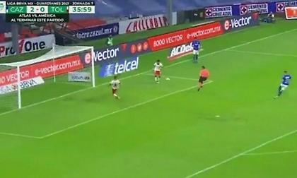 Διαιτητής εξόργισε παίκτες… αποκρούοντας σίγουρο γκολ! (video)