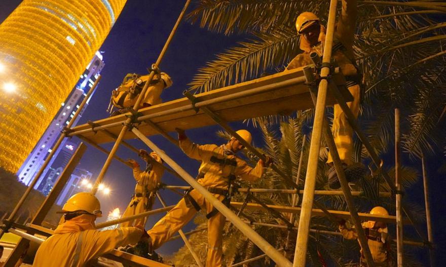 Στοιχεία σοκ: 6.500 εργάτες έχουν σκοτωθεί σε έργα για το Κατάρ 2022!