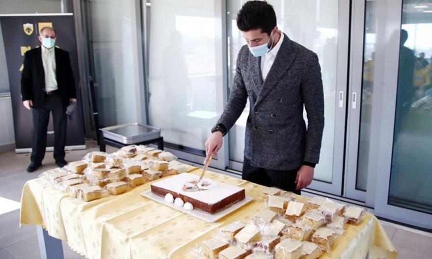 Έκοψε την πίτα της η ΑΕΚ (pics)