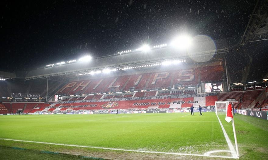 Αϊντχόφεν-Ολυμπιακός: Καταρρακτώδης βροχή αυτή την ώρα!