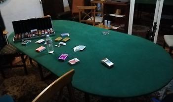 Κυψέλη: «Τσάκωσαν» πασίγνωστο τραγουδιστή να παίζει χαρτιά με άλλους 16 σε λέσχη