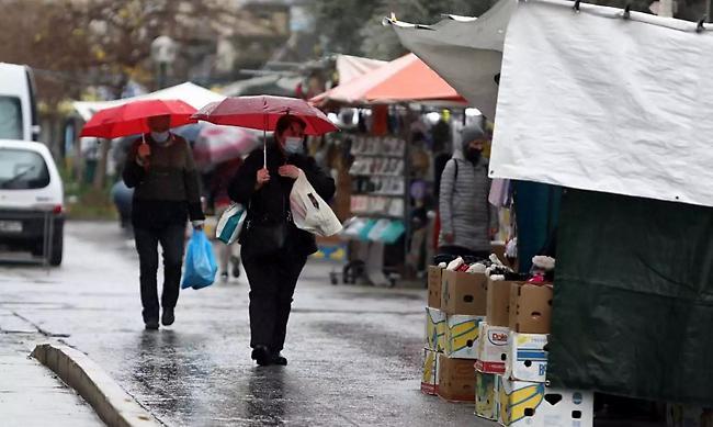 Καιρός σήμερα: Βροχερό σκηνικό και πτώση της θερμοκρασίας – Ποιες περιοχές θα επηρεαστούν