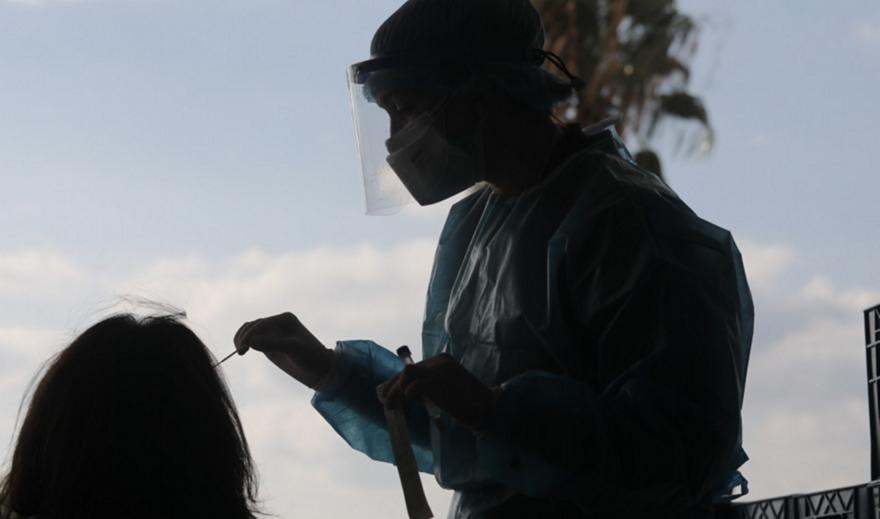 Κορωνοϊός: Προς νέα μέτρα μετά την έκρηξη κρουσμάτων