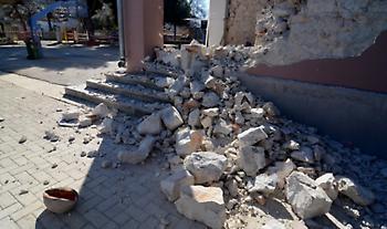 Σεισμός Ελασσόνα: Στήνονται σκηνές στο γήπεδο Δαμασίου για τη διανυκτέρευση κατοίκων