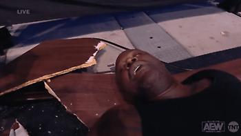 Ο Σακίλ Ο' Νιλ βγήκε νοκ-άουτ σε αγώνα pro-wrestling!