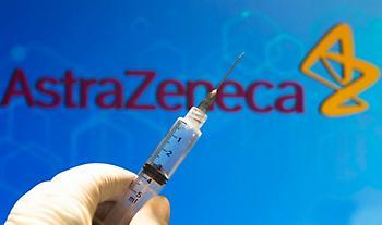 Τη Δευτέρα ανακοινώνεται η χορήγηση του εμβολίου της AstraZeneca και για τους άνω των 65