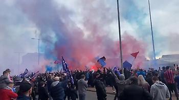 Αγνόησαν τον covid-19 εκατοντάδες οπαδοί της Ρέιντζερς στα προεόρτια του τίτλου (video)