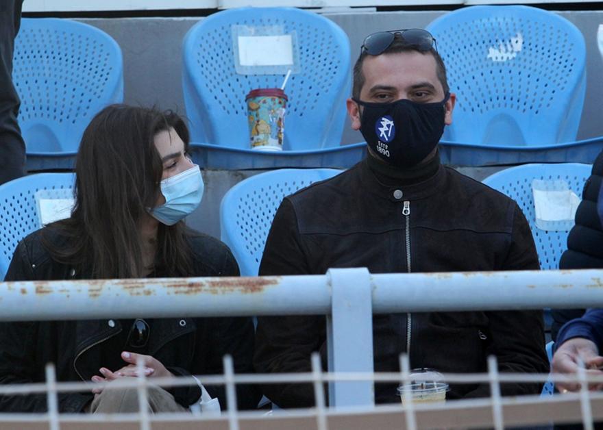 Ο σεφ Κουτσόπουλος είδε Πανιώνιο με τη σύντροφό του (pics)