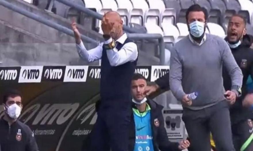 «Πληρώνει» τη χειρονομία του ο πρώην προπονητής της ΑΕΚ