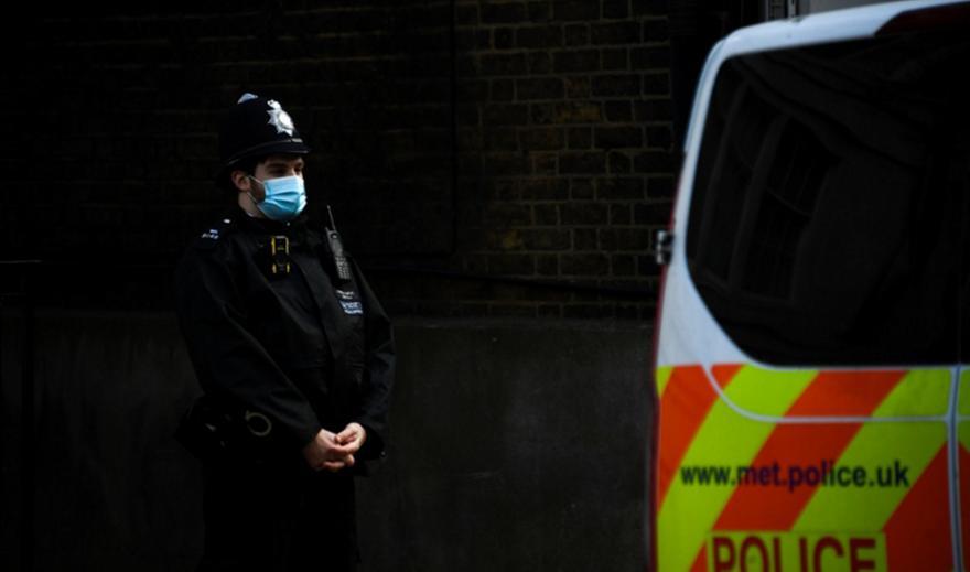 Αναστάτωση στο Λονδίνο - Συνελήφθη άνδρας με τσεκούρι