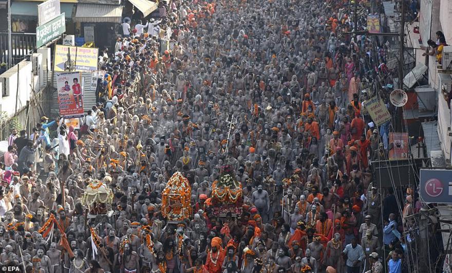 Κορωνο-σύναξη Ινδουιστών στον Γάγγη εκτόξευσε τα κρούσματα