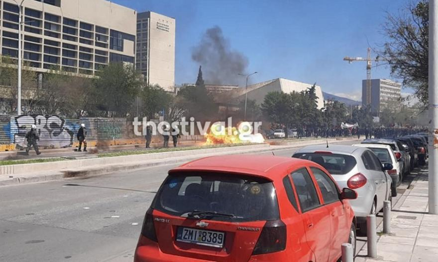 Χαμός στη Θεσσαλονίκη: Βροχή χημικών και μολότοφ!